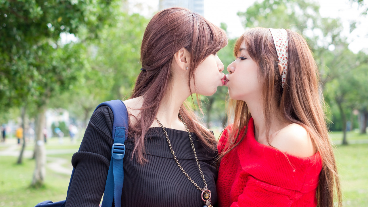Asian kiss