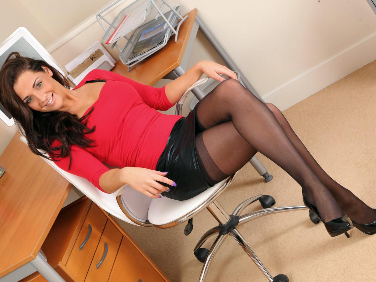Секретарша сексуальная в чулках пикап