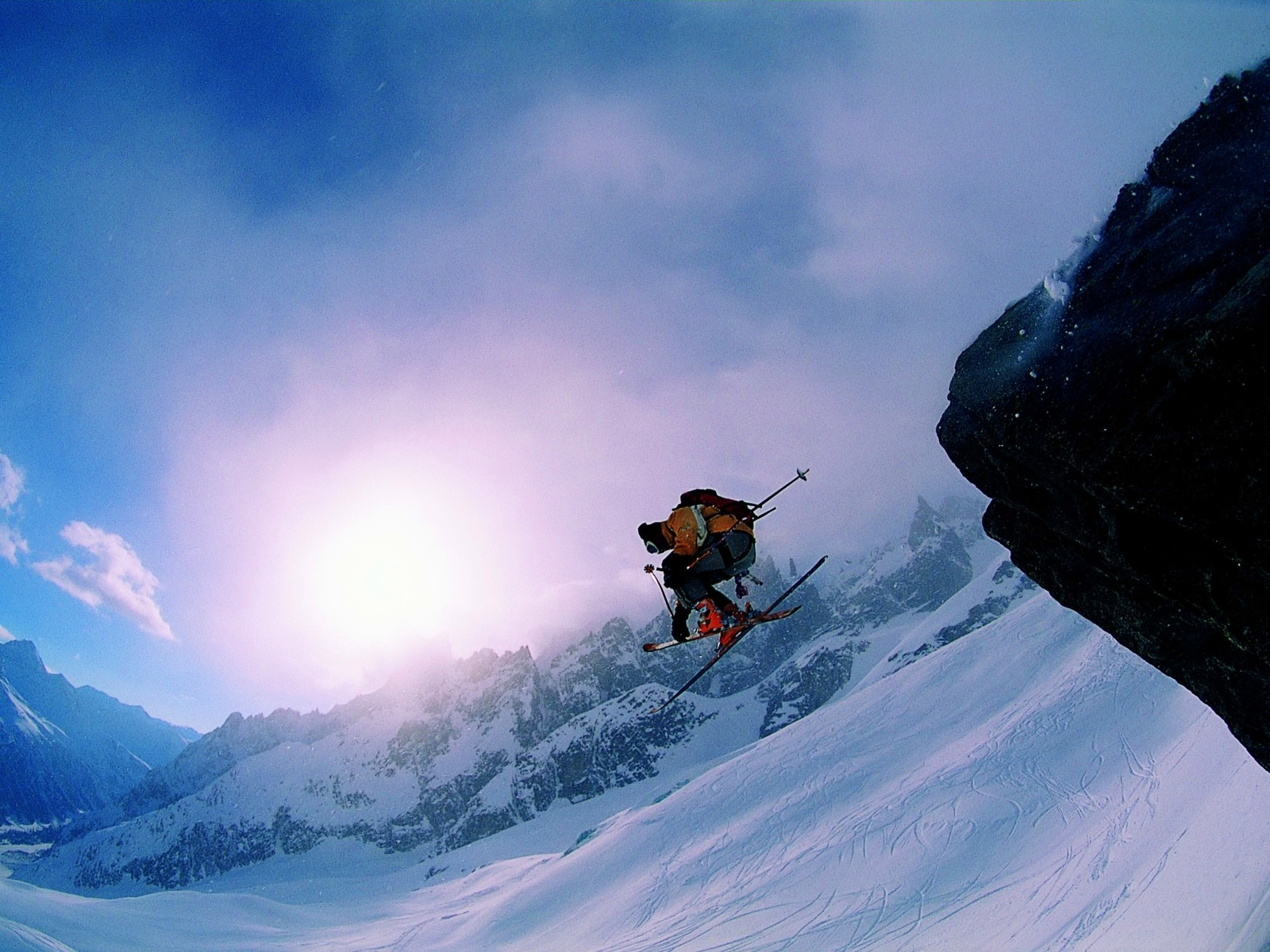 Лыжник прыжок горы небо  № 3309051  скачать