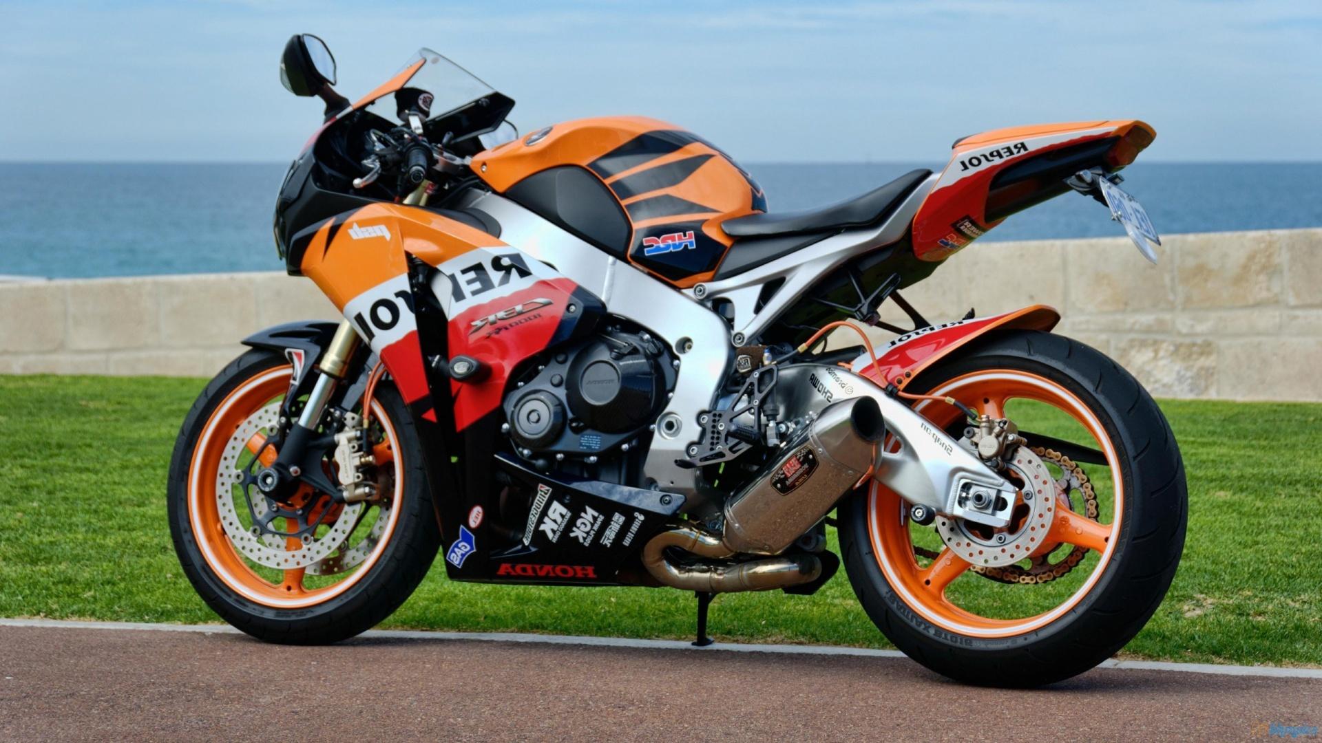 мотоцикл BMW спортбайк  № 1555688  скачать