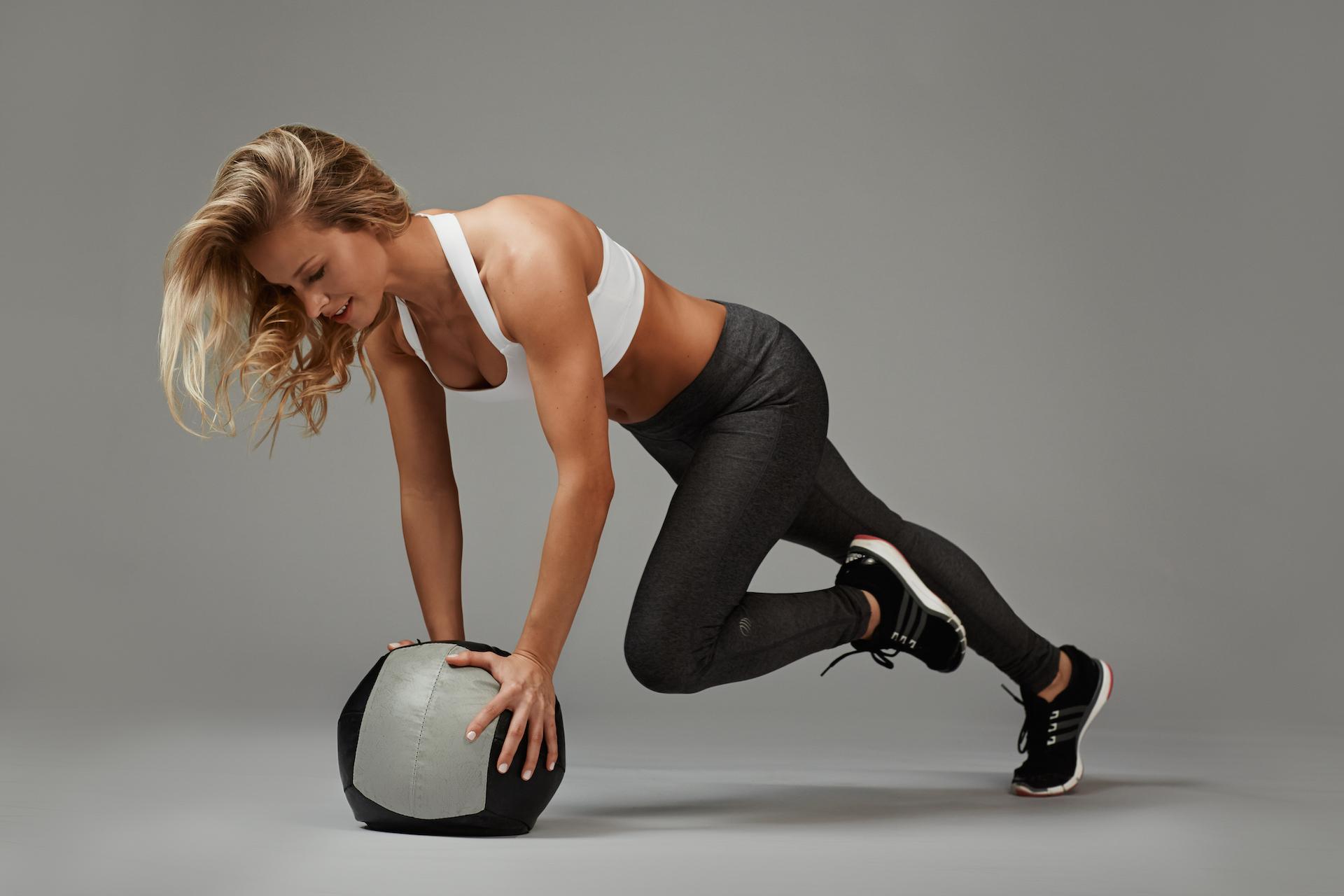 Женщины спортивные позы фотографии