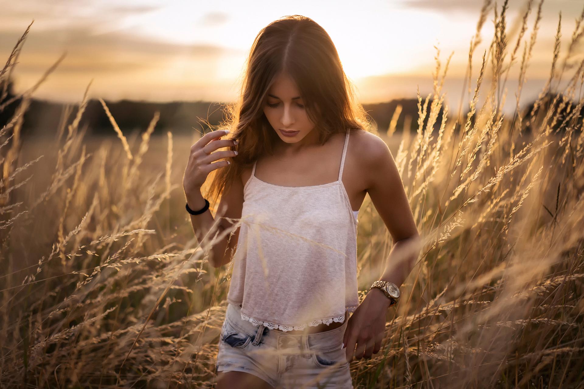 Download wallpaper sunset, shorts, Sara, Martin Kuhn ...