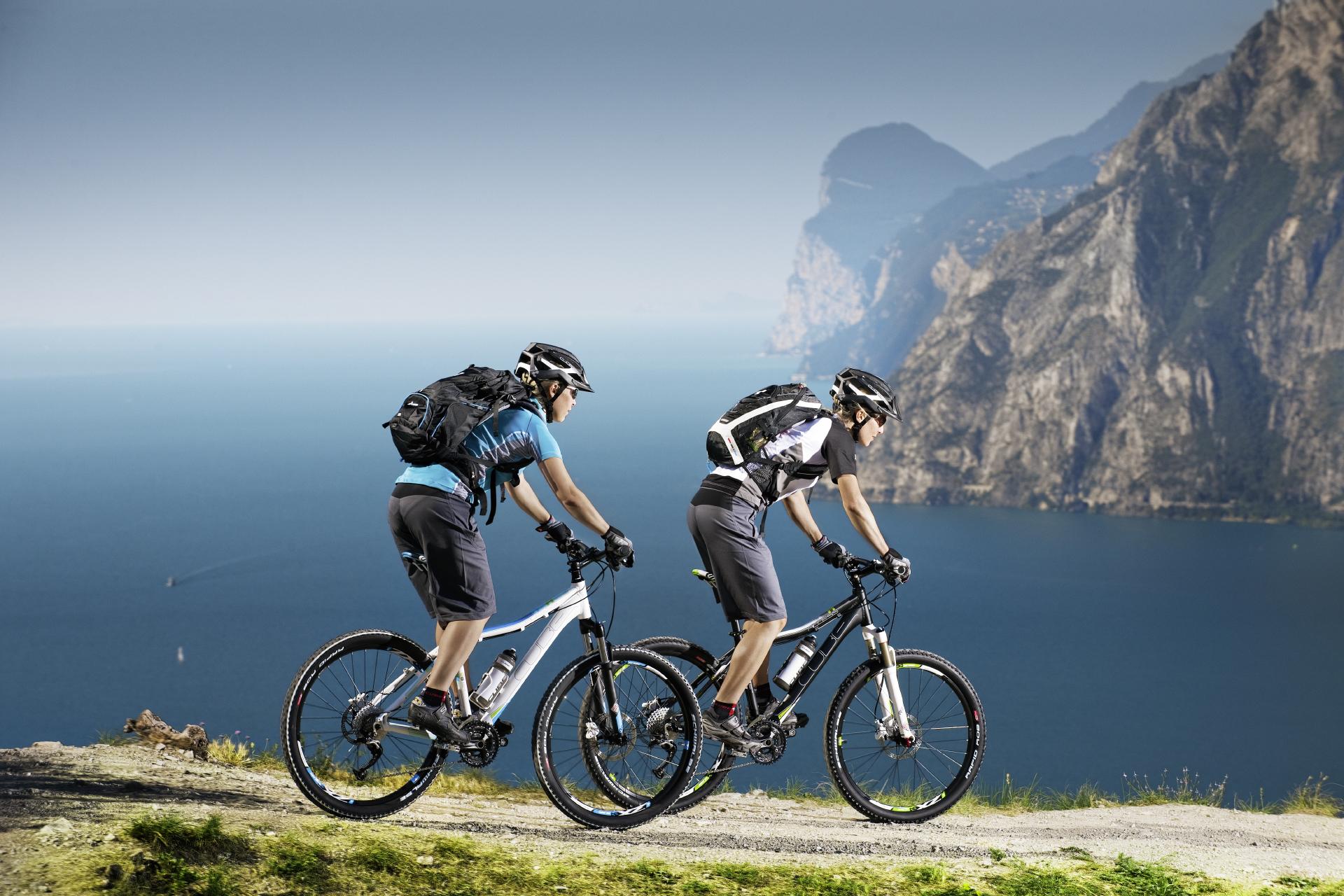 спорт велосипед споротсмен мужчина  № 1633641 загрузить