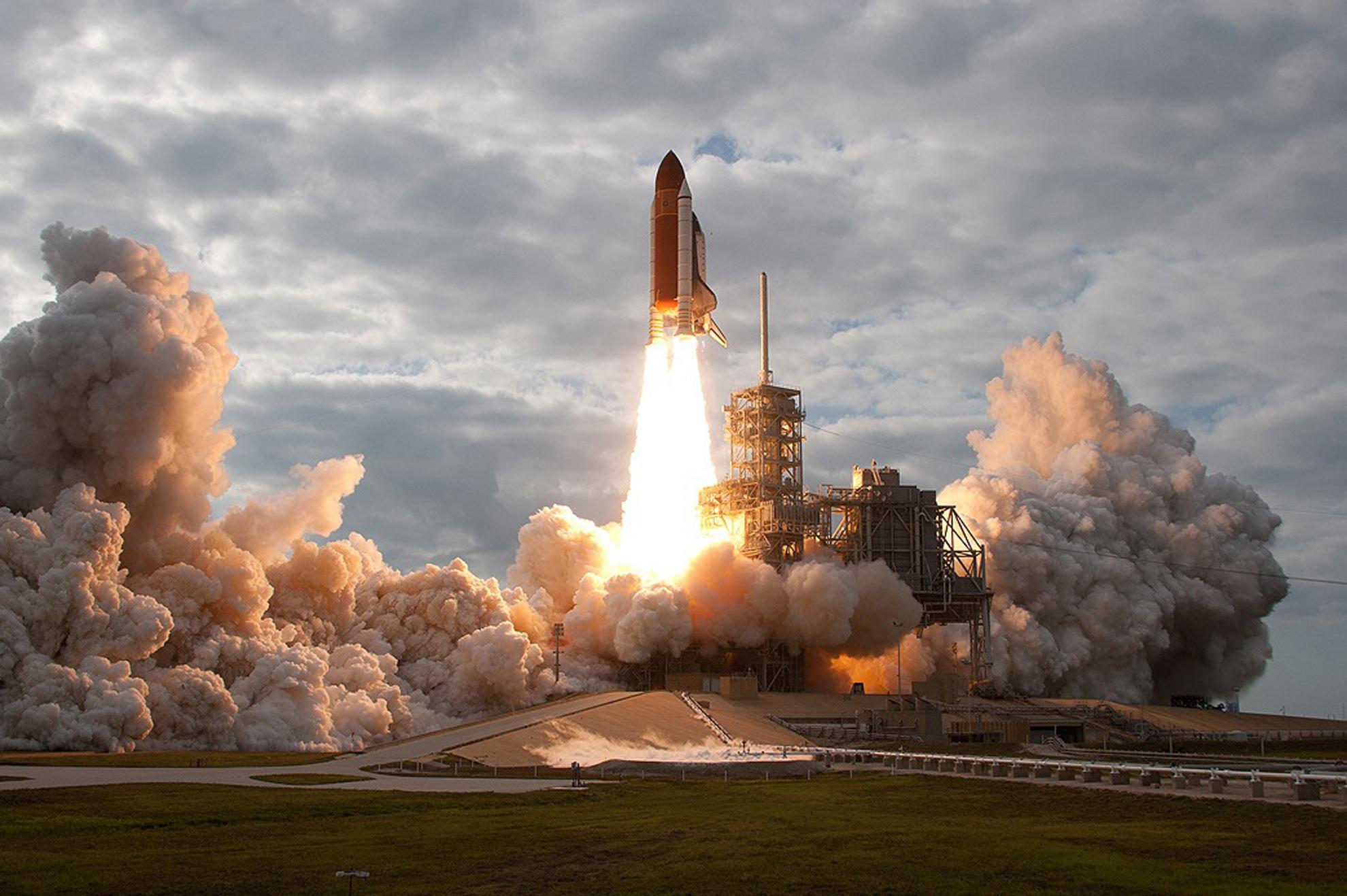 future rocket taking off - HD1980×1290