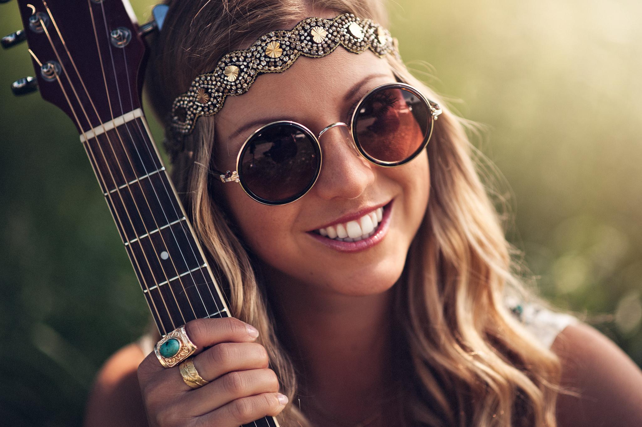 девушки гитара улыбка  № 465369 без смс