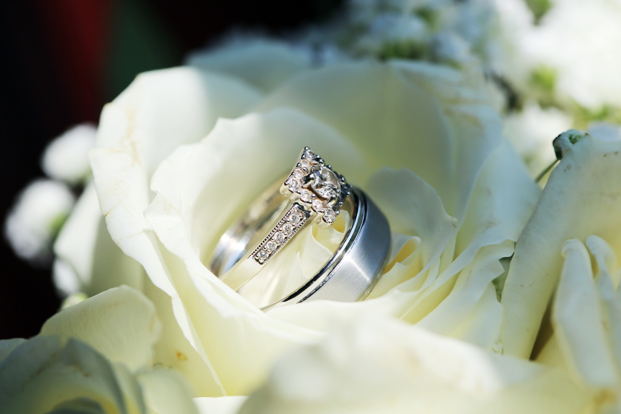 К чему снятся розы на свадьбе