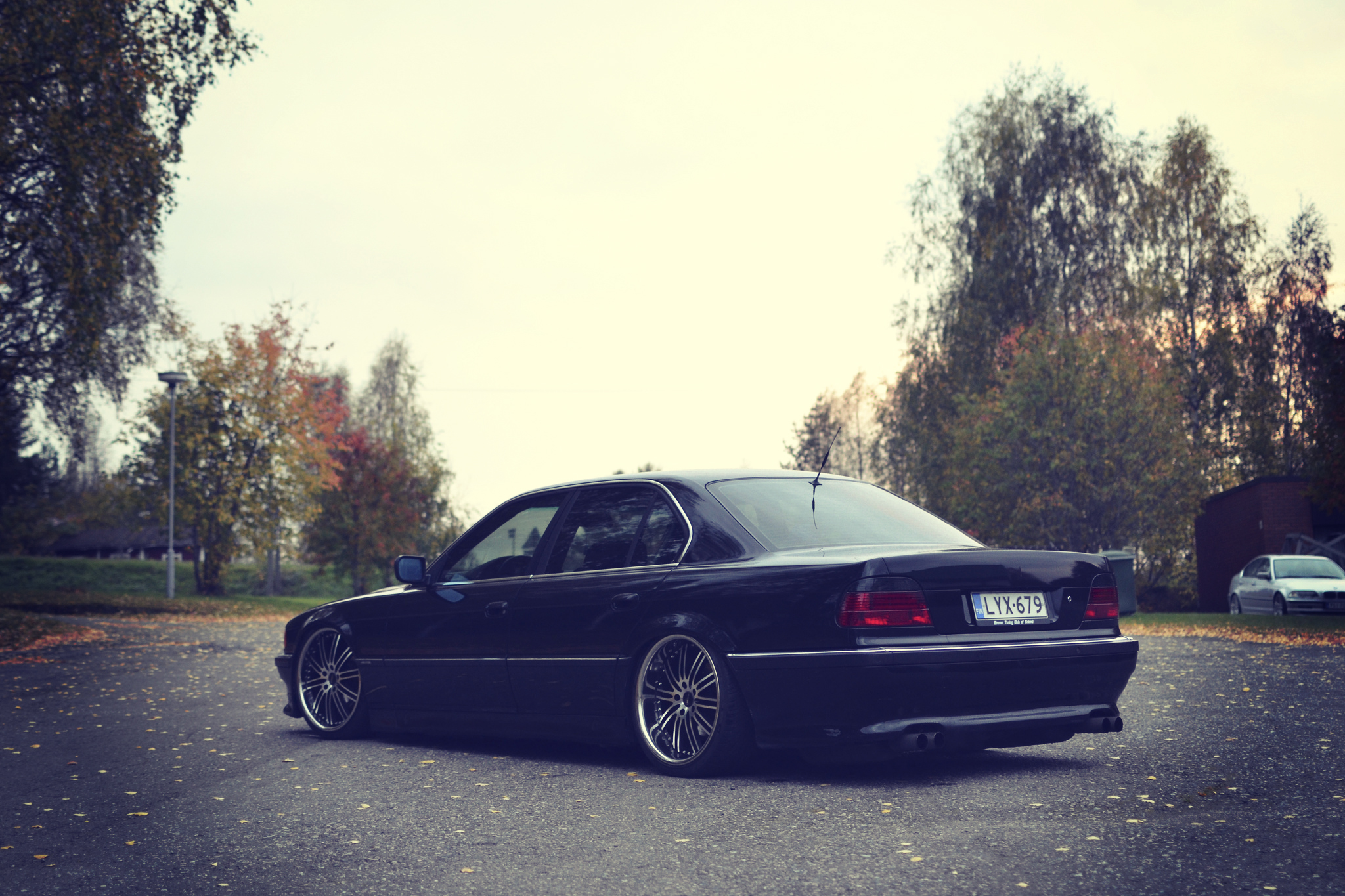 Download Wallpaper Autumn Lights Tuning Bmw Bmw 740 Stance E38 Section Bmw In Resolution 2048x1365