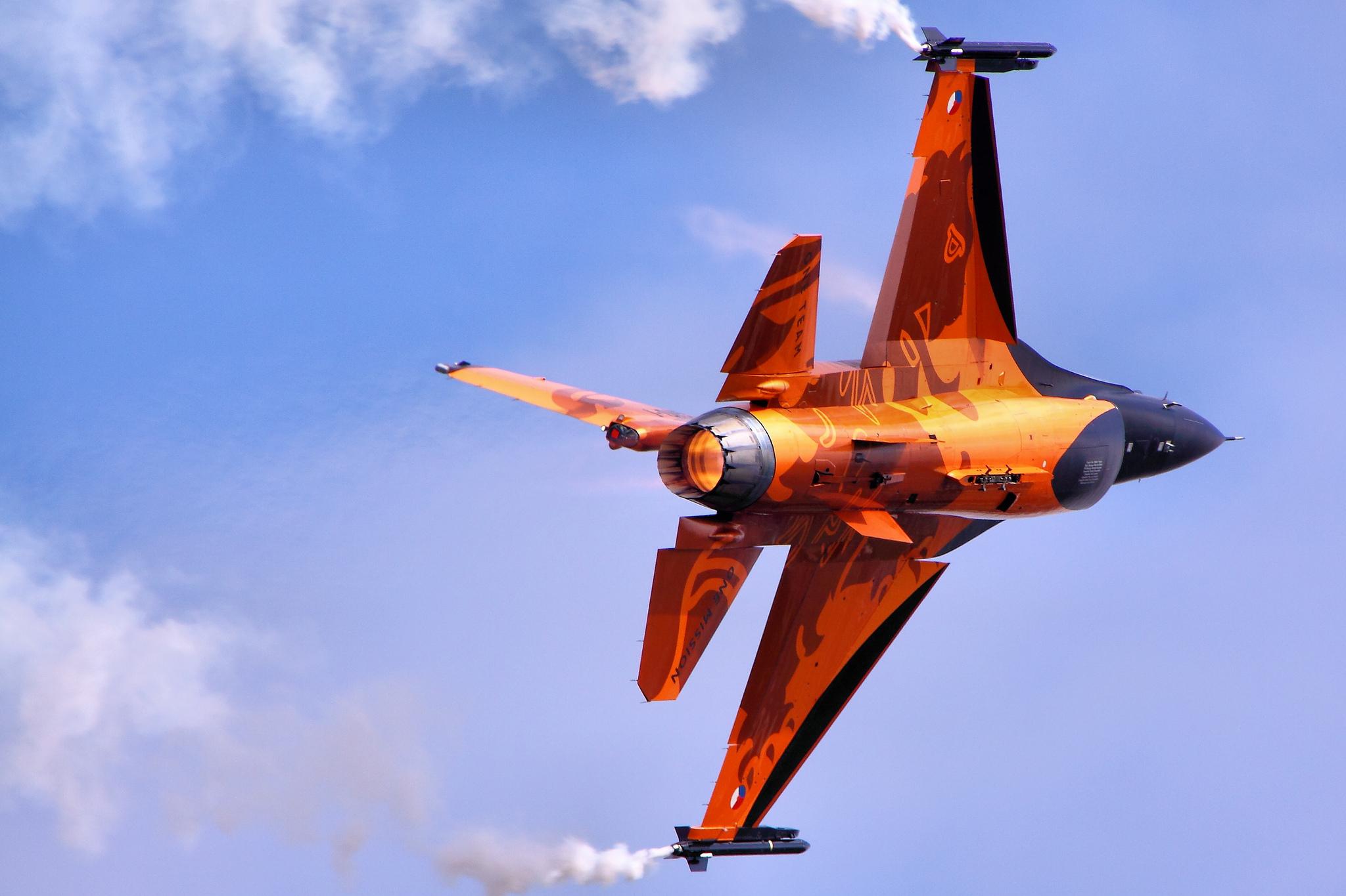авиация самолет желтый F-16 Fighting Falcon  № 3755617 без смс