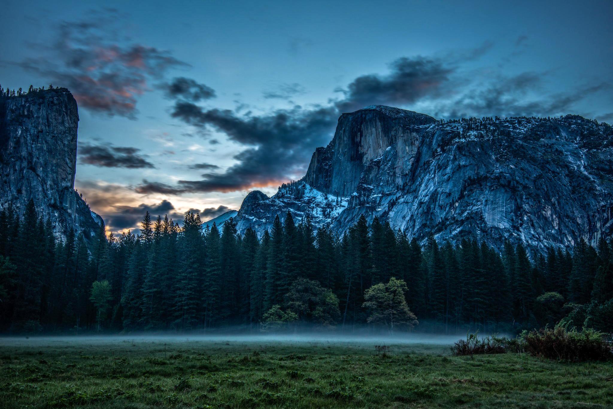 Природа горы скалы лес деревь небо облака  № 2864088 загрузить
