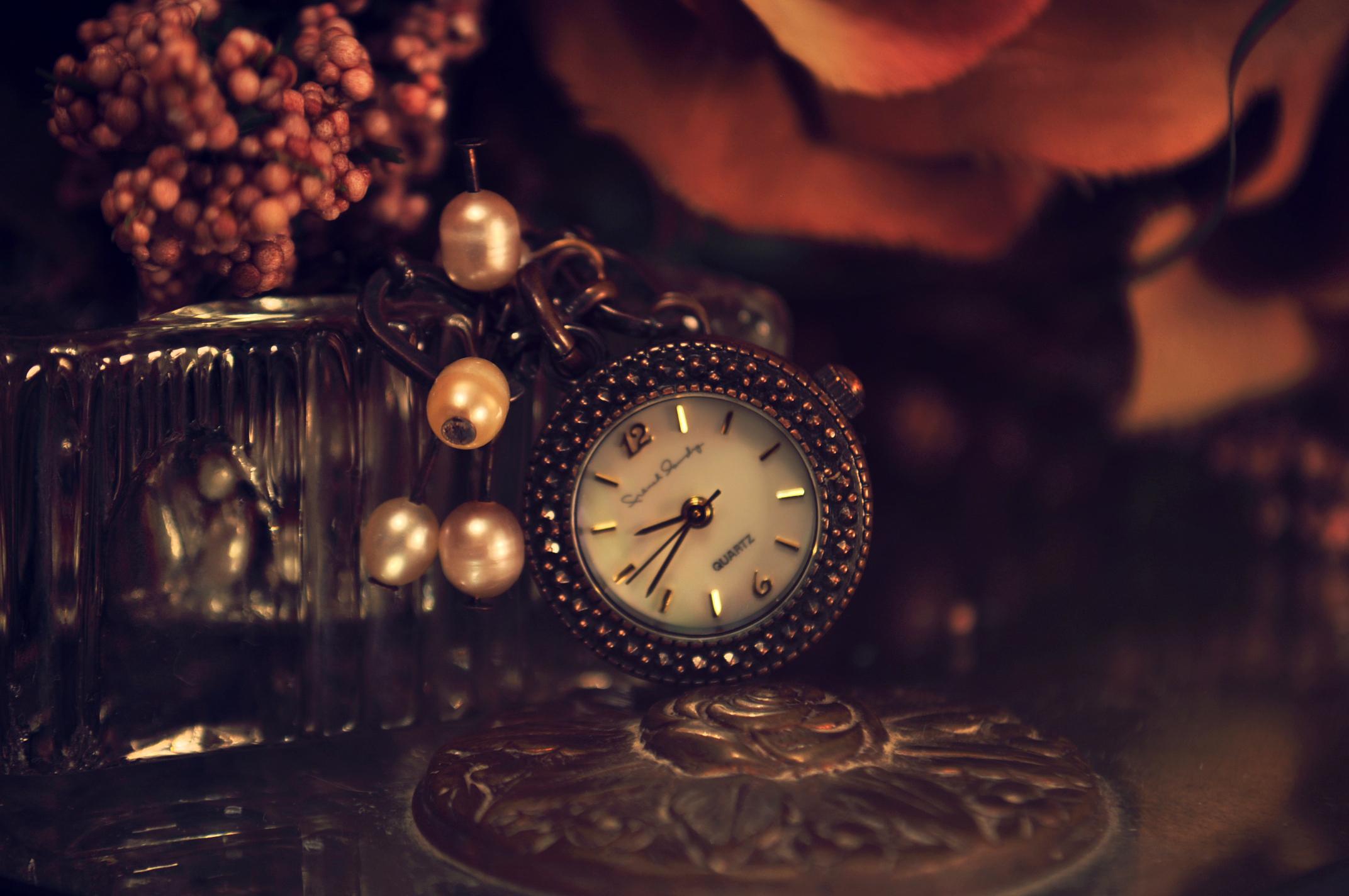 Карманные часы и скатерть  № 2171665 бесплатно