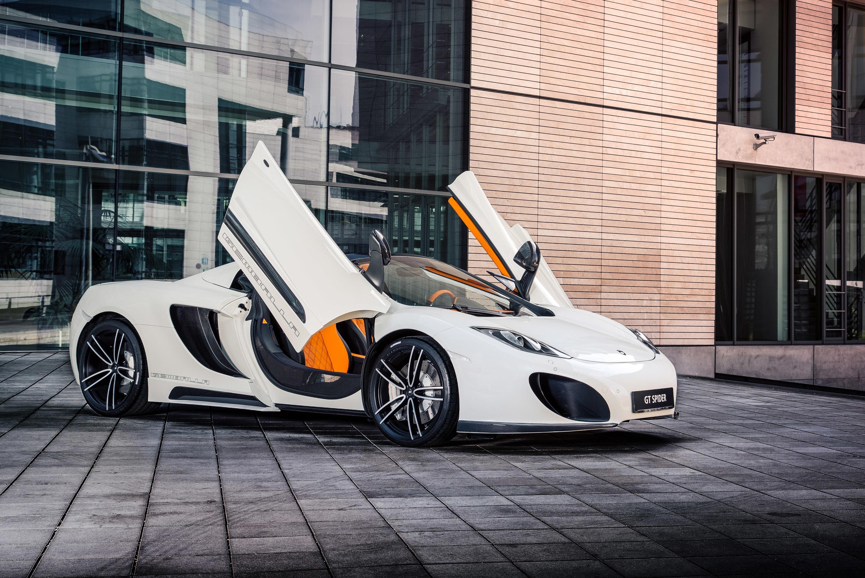 белый спортивный автомобиль mclaren white sports car  № 996004 бесплатно