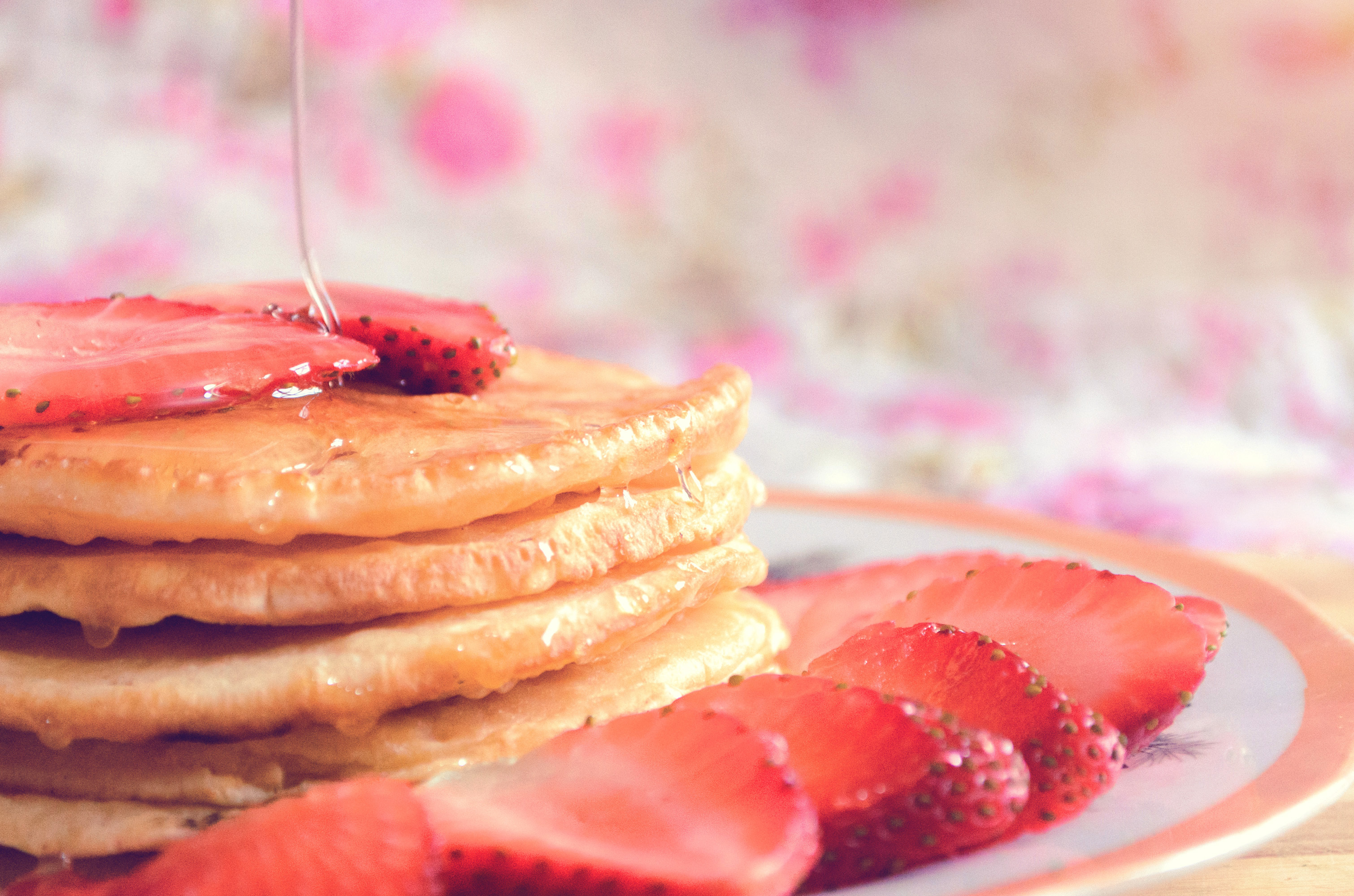 pancakes with strawberries - HD 5120×4096