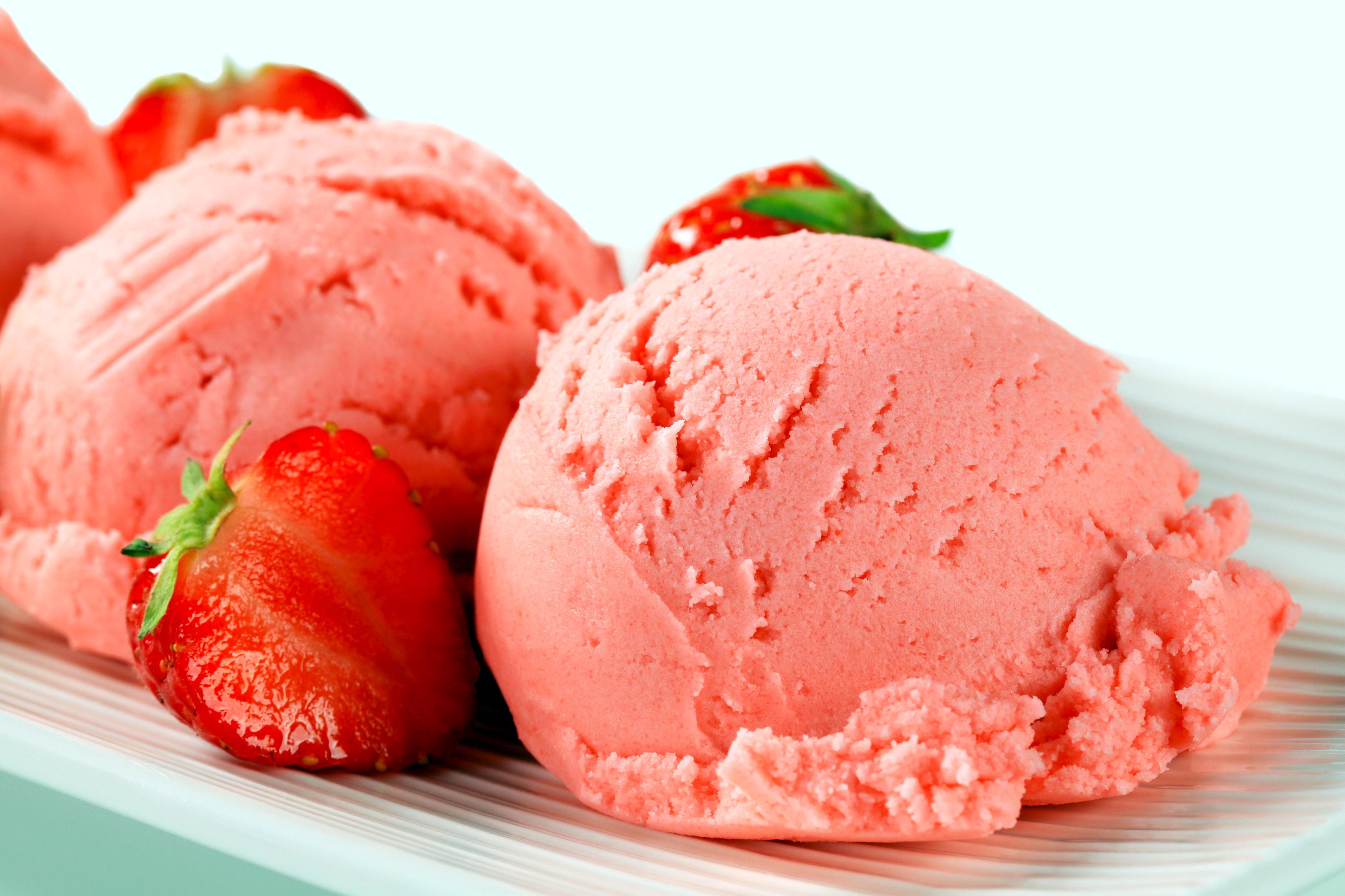 мороженое клубника шарики ice cream strawberry balls  № 2145050  скачать