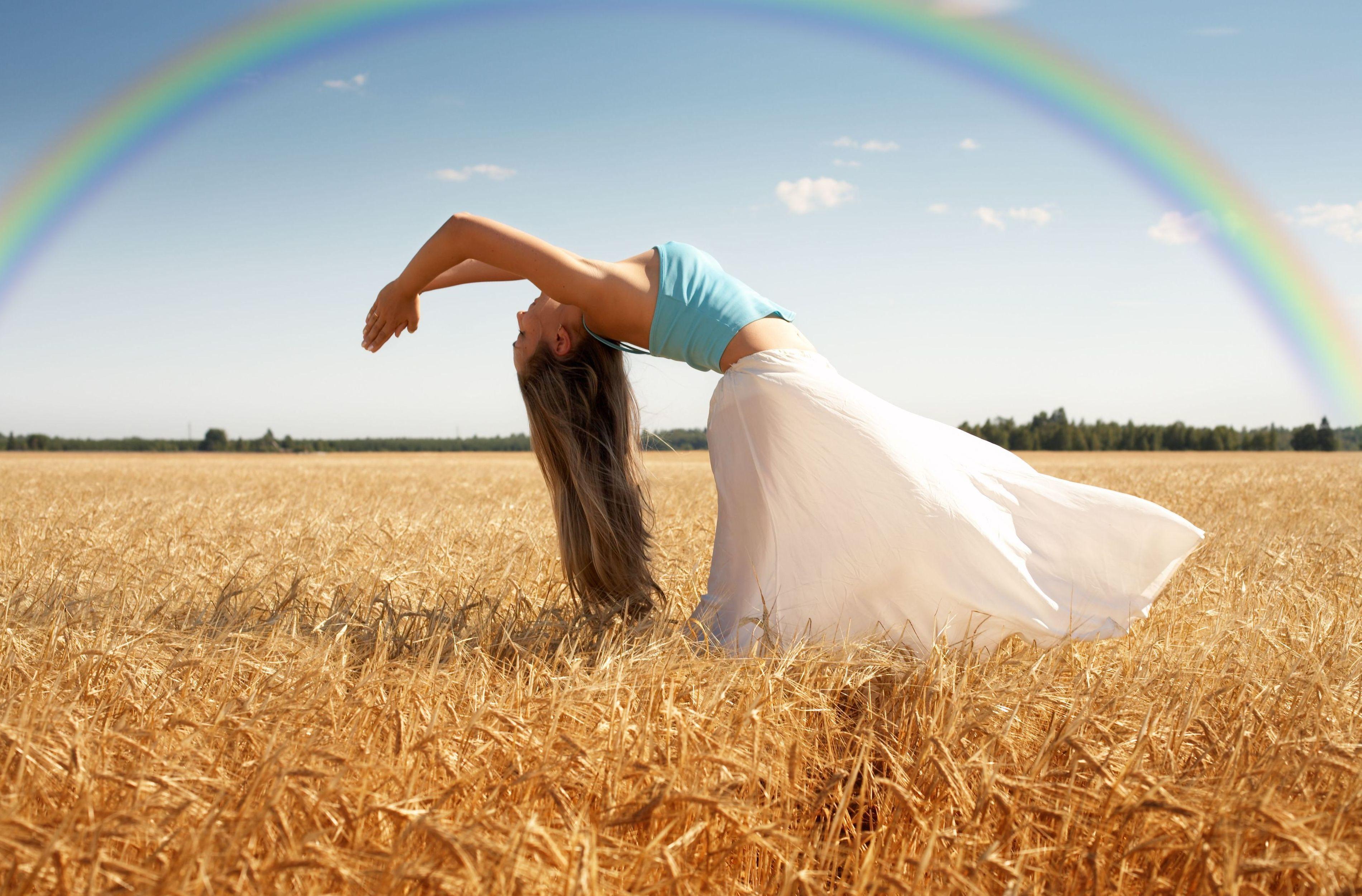 Девушка в поле с колосьями  № 1822196 бесплатно