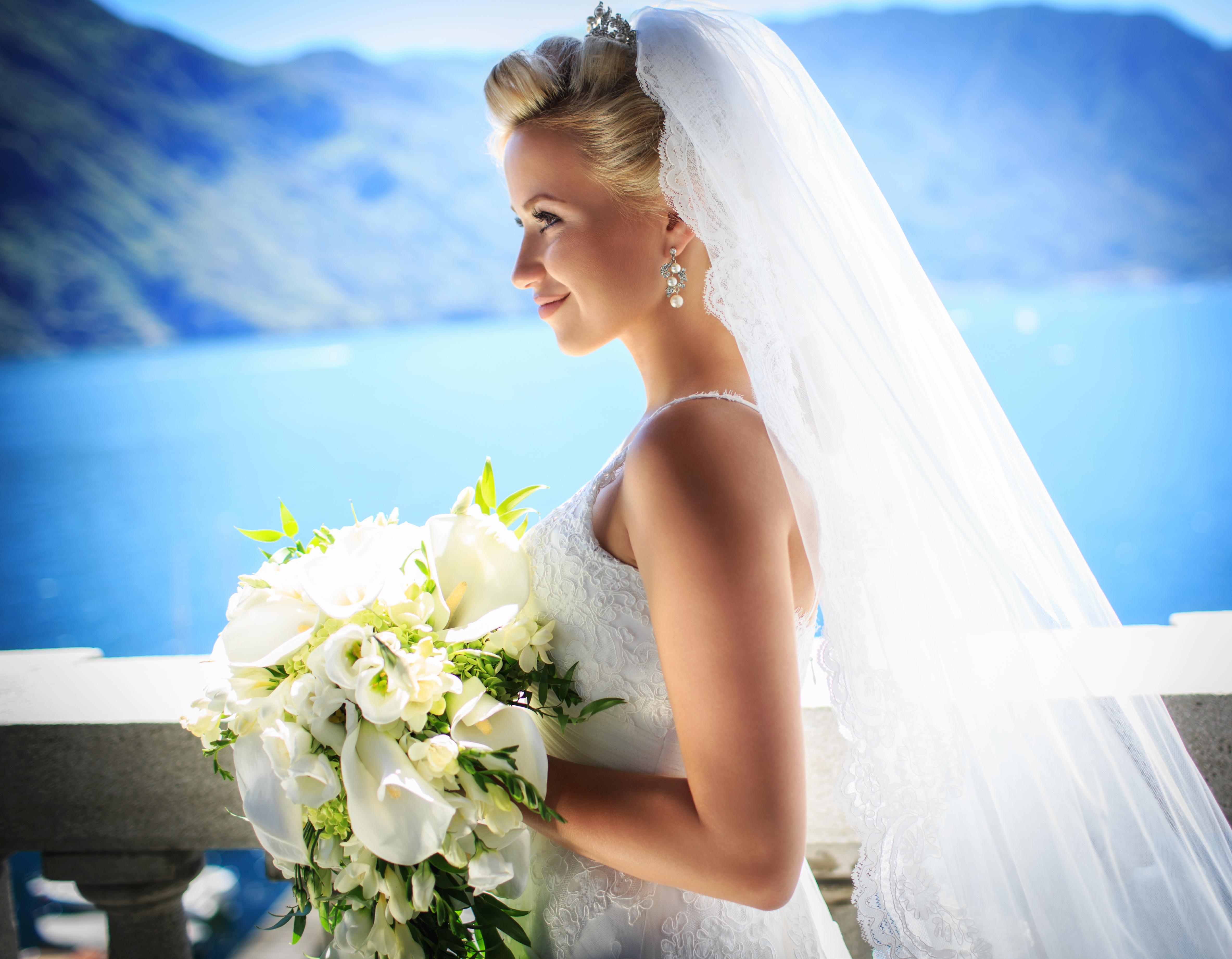 Красивые блондинки в свадебном платье
