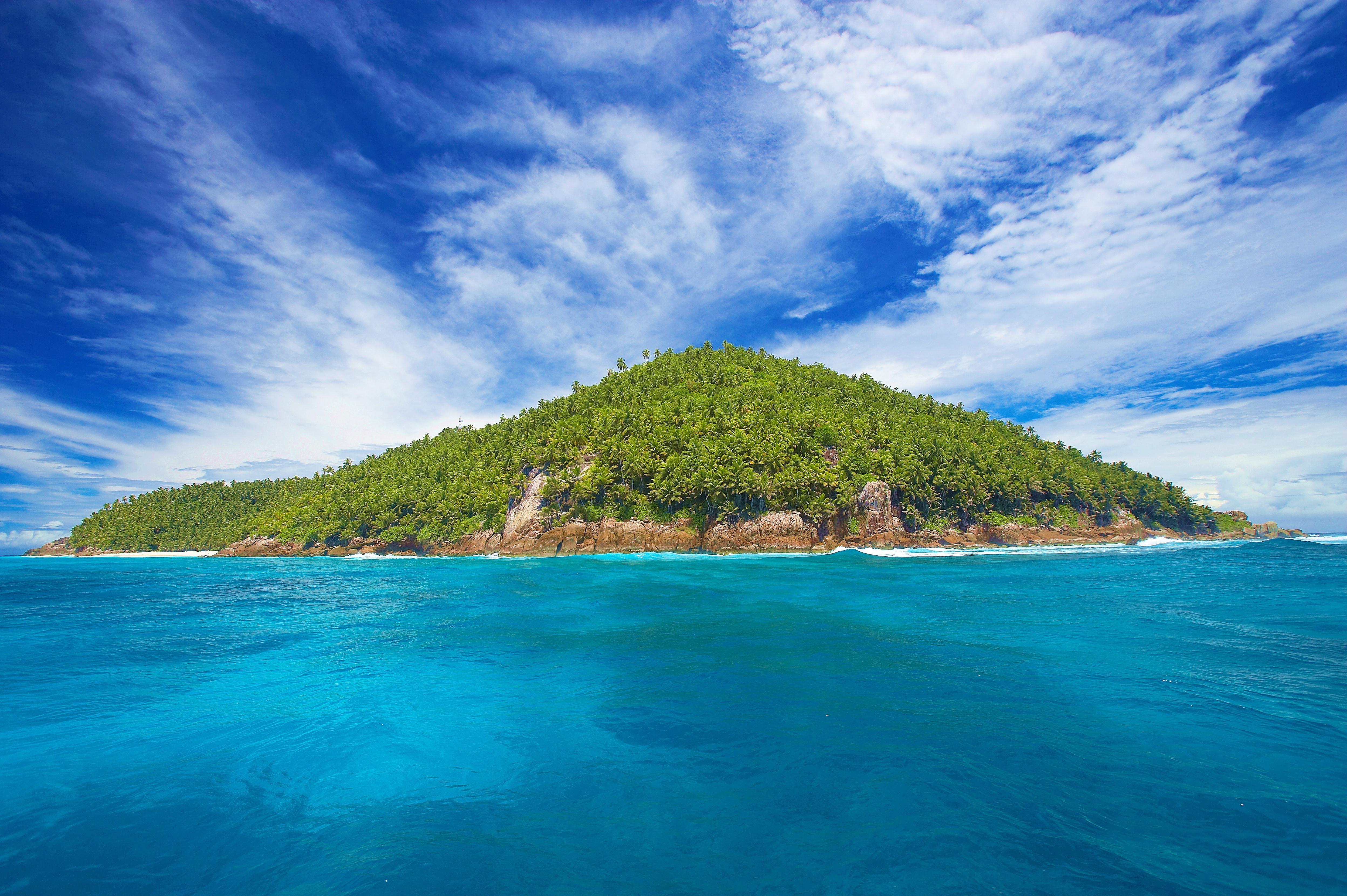 маленькие острова среди гор  № 253164 без смс