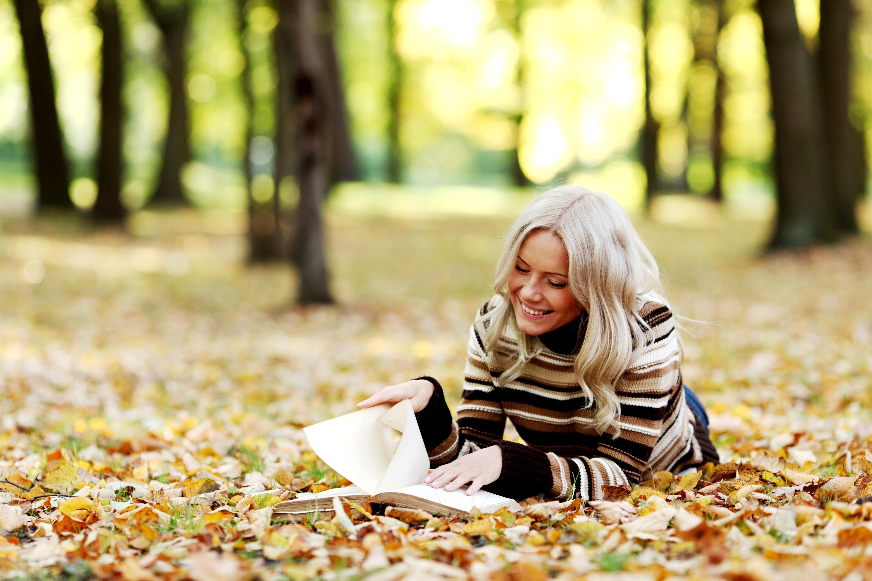 девушка блондинка книга girl blonde book  № 2710536  скачать