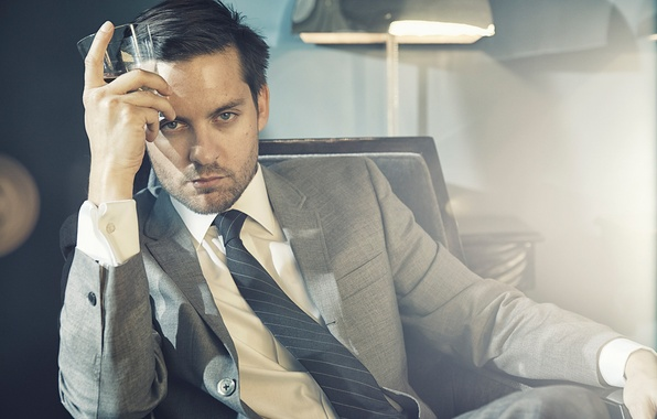 Picture light, glass, lamp, chair, photographer, costume, tie, actor, jacket, photoshoot, The Great Gatsby, Tobey Maguire, …