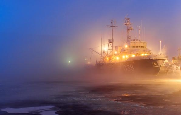 Picture lights, fog, ship, ice, port
