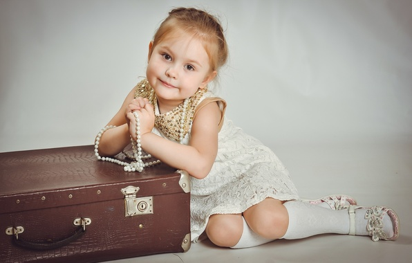 Picture dress, girl, beads, suitcase