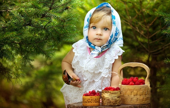 Picture Forest, Berries, Girl, Spruce, Eyes, Girl, Spoon, Raspberries, Eyes, Raspberry, Tree, Child, Forest, Trees, Berries, …