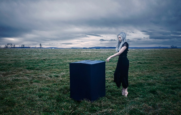 Picture field, girl, box, barefoot, Aleah Michele