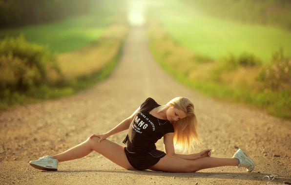 Picture greens, girl, the sun, pose, flexibility, road, blur, slim, t-shirt, blonde, shorts, sports, twine, sneakers, …