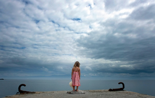 Picture the sky, shore, girl