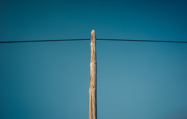 Picture the sky, post, wire