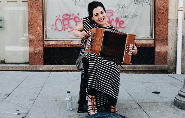 Picture girl, music, street