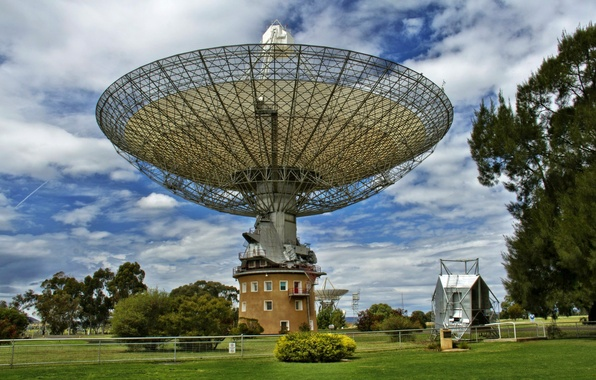 Picture GRASS, ANTENNA, PLATE, The SKY, CLOUDS, PLAIN, GREEN, OBSERVATORY, GRISANT, Radio TELESCOPE