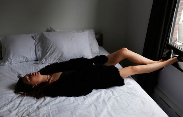 Picture stay, bed, photoshoot, Astrid Berges-Frisbey, Malibu