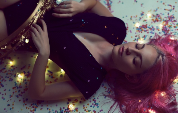 Picture girl, face, lights, background, hair, color, figure, lies, garland
