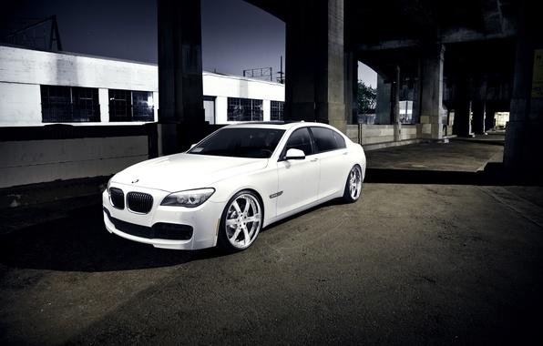 Picture white, night, BMW, BMW, white, 750Li, 7 Series, concrete pillars, F02