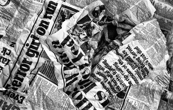 Picture newspaper, fragment, Terror girl on run, Daily mail