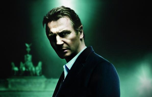 Picture look, the dark background, glow, Liam Neeson, Liam Neeson, Unknown, Unknown