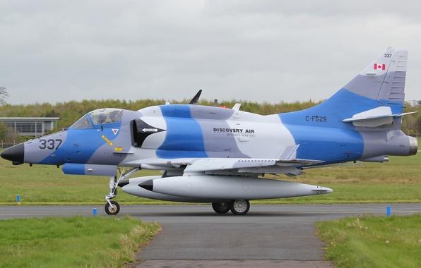 "Picture attack, Douglas, Skyhawk, ""Skyhawk"", Discovery Air, A-4N"