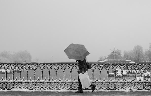 Picture winter, snow, bridge, fog, river, umbrella, people