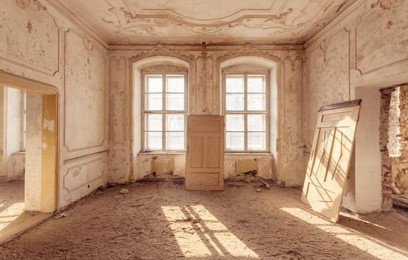 Picture sand, traces, room, Windows, door, sunlight