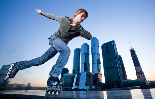 Picture the city, sport, jeans, skyscrapers, videos, t-shirt, guy, leisure