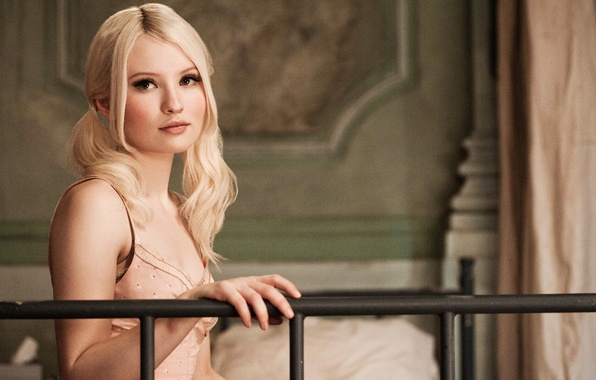 Picture sucker punch, forbidden, emily browning, baby doll, doll