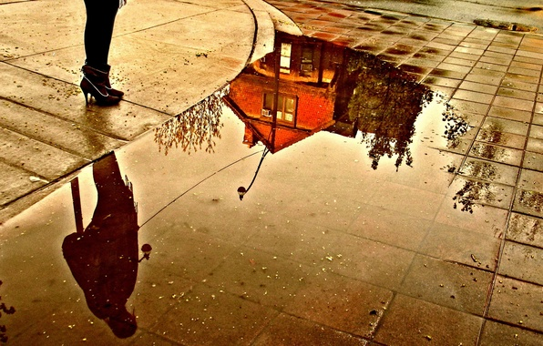 Picture house, reflection, feet, puddle, Street