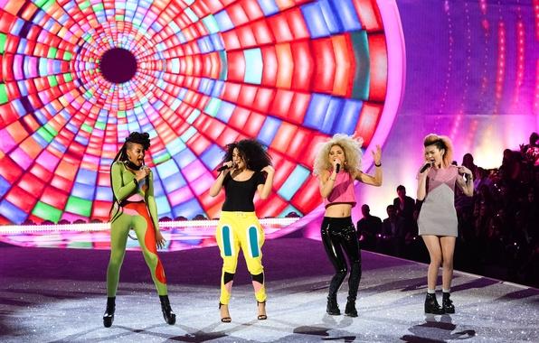 Picture girls, concert, show, Victoria's Secret