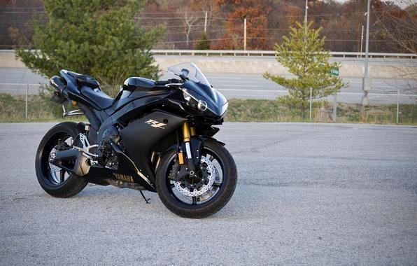 Picture road, trees, black, posts, black, yamaha, bike, Yamaha, supersport, yzf-r1