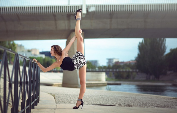 Picture twine, stretching, gymnast, Melanie Coer