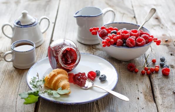 Picture berries, raspberry, tea, food, Breakfast, blueberries, dishes, currants, cakes, jam, jam, bagel, croissant