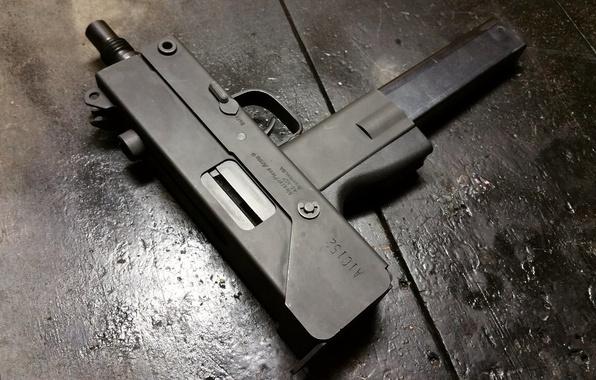 Picture compact, the gun, MAC-10, Ingram