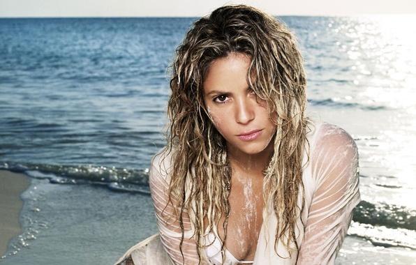 Picture sea, water, girl, music, hair, tan, blonde, singer, curls, Shakira, shakira