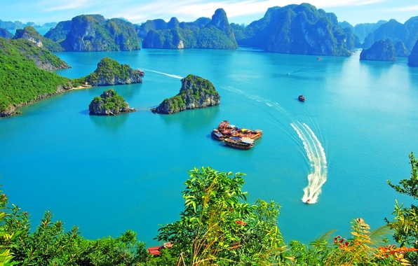 Picture the sky, Islands, clouds, rocks, vegetation, yachts, Vietnam, Halong Bay, pleasure boats, junks