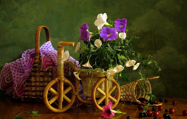 Picture flower, summer, flowers, berries, basket, basket, eel, field, beautiful, currants, garden, bindweed
